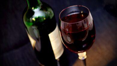 Har du styr på, hvilken rødvin du bør servere for dine gæster?
